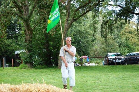 Gerd Dreßler mit Grünen-Fahne