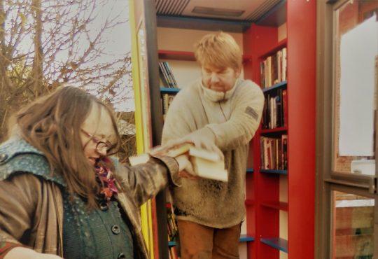 Matthias und Thea räumen ein